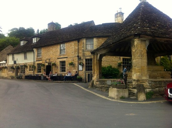 Hope Cottage Tours: Great place to stop for early evening refreshment at Castle Combe