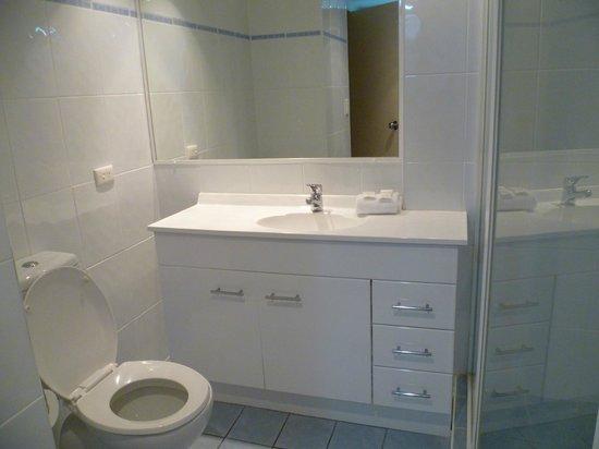 Warringa Surf Apartments: Bathroom