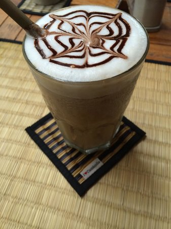 New Leaf Eatery: Iced latte!