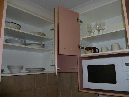 Warringa Surf Apartments: Kitchen 3