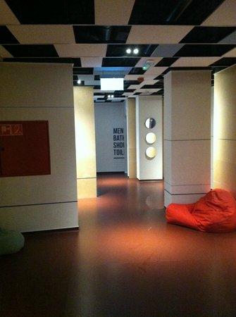 Maverick Hostel: hall towards my room and bathrooms