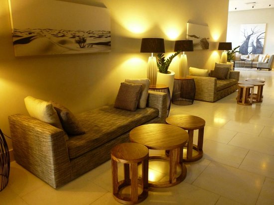 AHA Gateway Hotel: Lounge