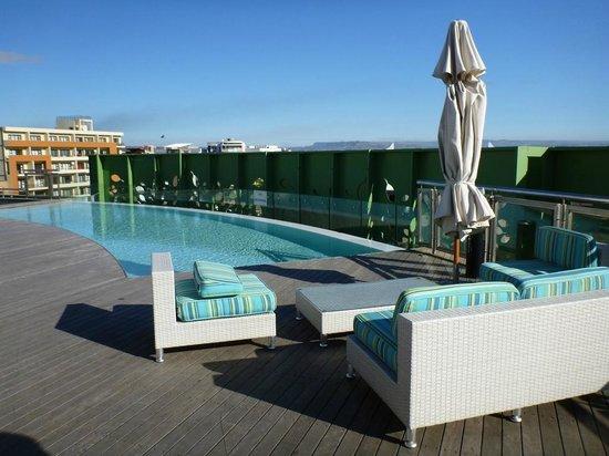 AHA Gateway Hotel: Rooftop pool