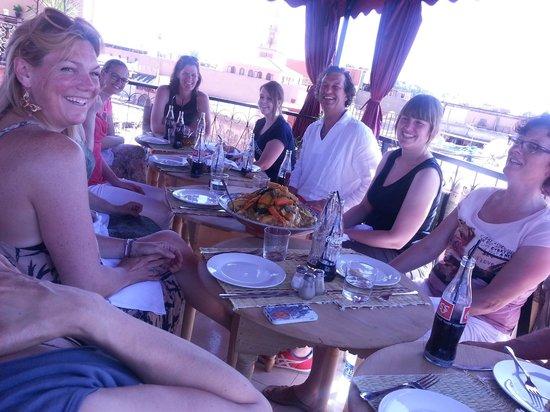 Cafe chez ZaZa: repas sur la terrasse