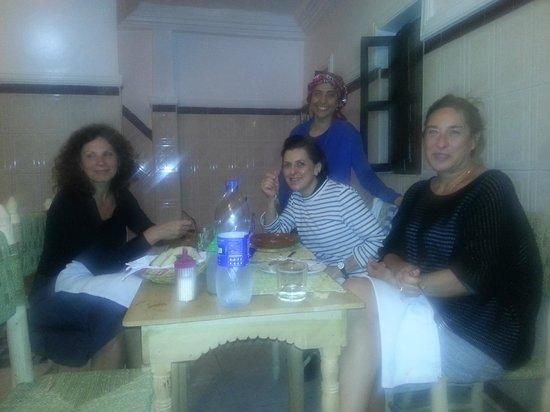 Cafe chez ZaZa: repas en salle