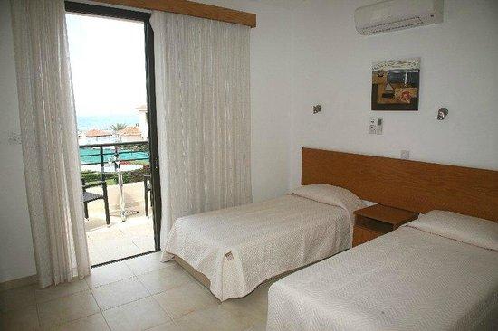 Platzia Villas : 3 bedroom villas with sea view