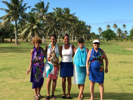 Poetaina Day Tours : Learning Tahitian Dance