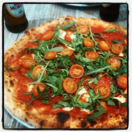 Rossopomodoro: Pizza con spianata napoletana piccante