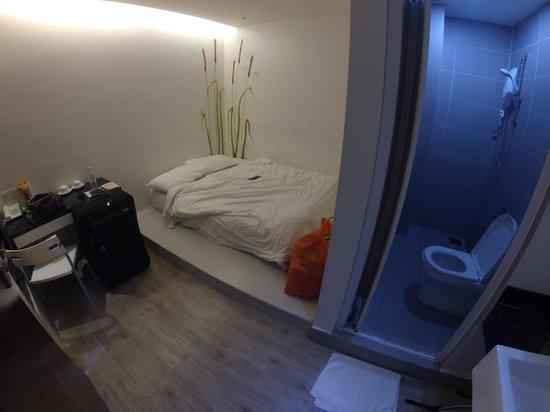 V Garden Hotel: Room 206