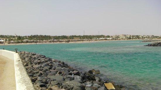Coral Beach Hurghada Resort: beach