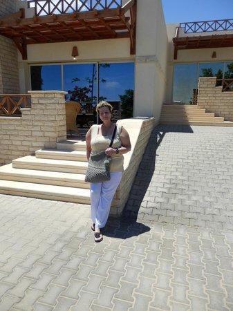 Coral Beach Hurghada Resort : head chef and waiter   ( thankyou )