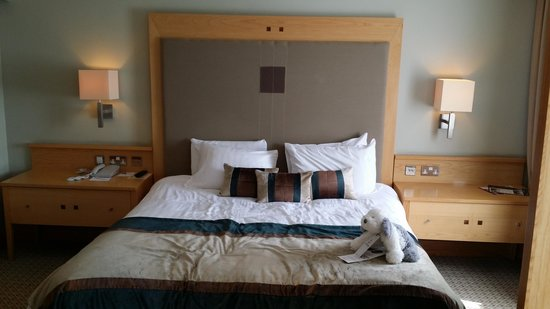 Lancaster House: luxury suite bed