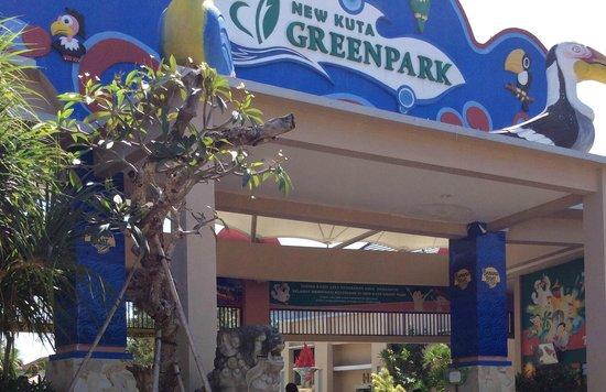 New Kuta Green Park : gate is welcoming