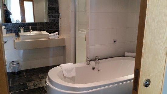 Lancaster House: luxury suite -bathroom