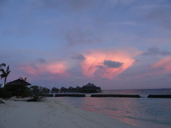 Komandoo Maldives Island Resort: Sunset