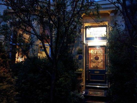 Cluaran Guest House : The front door