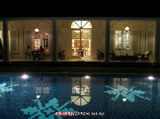 Plataran Borobudur Resort & Spa: Pool and Restaurant