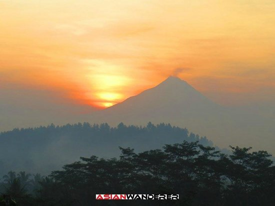 Plataran Borobudur Resort & Spa: Sunrise view from breakfast area