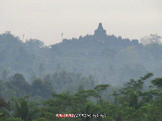 Plataran Borobudur Resort & Spa: View of Borobudur from restaurant