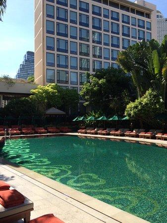 Mandarin Oriental, Bangkok : The pool and the Garden Wing