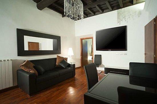 Il soggiorno di uno degli appartamenti del 64 Suites Apart