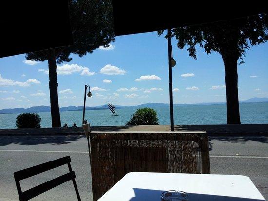 Osteria Il Maremmano: tavolini vista lago