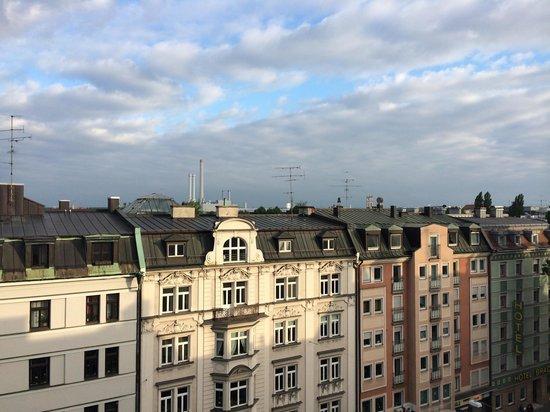 Bold Hotel Munich Center: Вид с балкона 7 этажа гостиницы