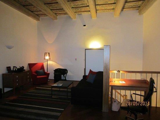 Iron Gate Hotel & Suites : Room