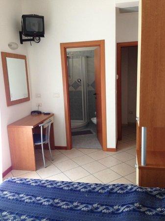 Jana: camera con bagno nuovissimo, magnifica