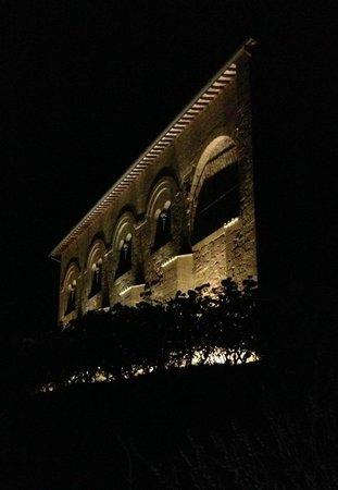 Locanda Palazzone: Facciata notturna