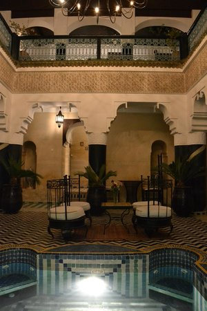 Ghwirate Taalab Bivouac : Inside the hotel