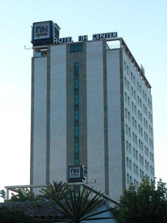 NH Valencia Center : Hotel - vom Turia-Gelände aus gesehen