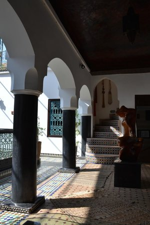 Riad El Mansour: Outside out room - stairs to roof terrace