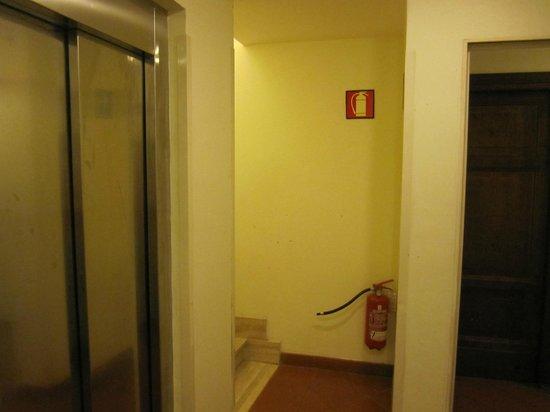 Domus Sessoriana Hotel : de lift stopt op het 4e, maar dan ben je er nog niet!