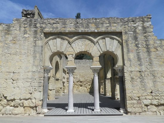 Conjunto Arqueológico Madinat Al-Zahra: old gate