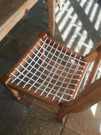 La Baleine Paternoster : Chair that left marks on clothing