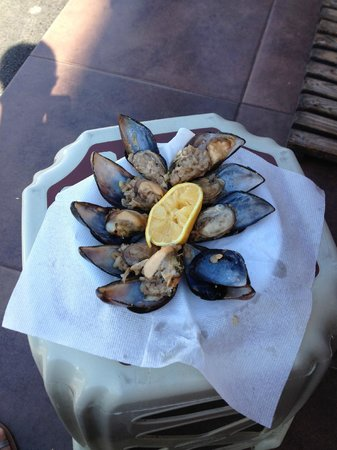 Pera Tulip City Hotel: Turkish stuffed mussels sold by street vendors