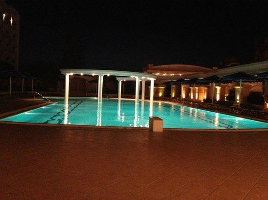 Mitsis Grand Hotel: Stora poolen
