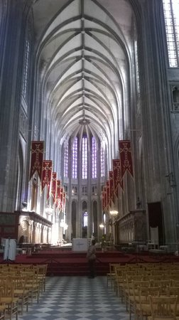 Cathédrale Sainte-Croix : Gothic and splendour Cathedral's banner on Joan of Arc feast day