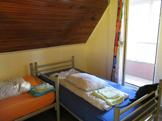 Eastwest Hostel: the cosy room