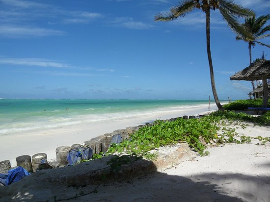 Breezes Beach Club & Spa, Zanzibar: Der Beach bei Flut