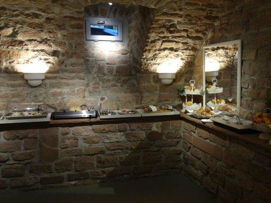 Hotel Villa Marstall: Breakast cellar