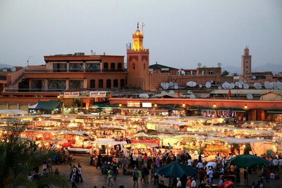 Tour del Marocco - Day Tours : piazza Djemaa El-Fna a Marrakech