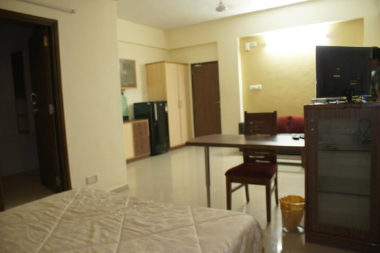 Orion Serviced Apartments : The full room with the bed next to me...