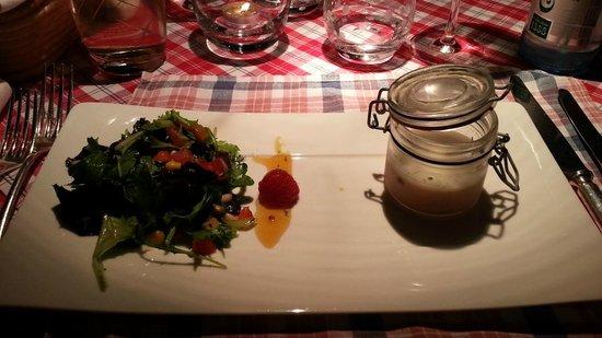 Restaurant La Grappe d'Or : Petit pâté de foies de volaille à la noisette, Salade mêlée