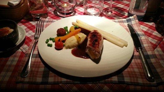 Restaurant La Grappe d'Or : Dos de lapin désossé farci d'abricots confits