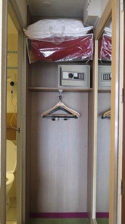 Ibis Styles Annecy Gare Centre : closet
