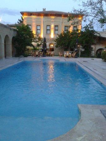 Melis Cave Hotel: Pool area
