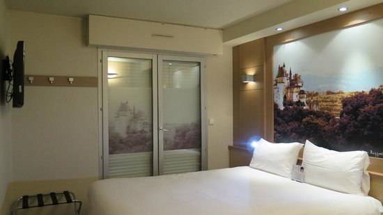 Ibis Styles Annecy Gare Centre : Blinds closed