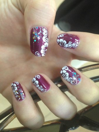 ONE Day Spa & Beauty Salon : awesome nail art! hand painted!